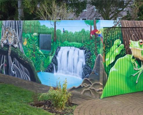 Garagengestaltung mit Dschungel-Graffiti
