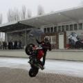 Showmalen beim Saisoneröffnungsevent eines Motorradhändlers - Im Hintergund ist das Motiv zu sehen wie es entsteht